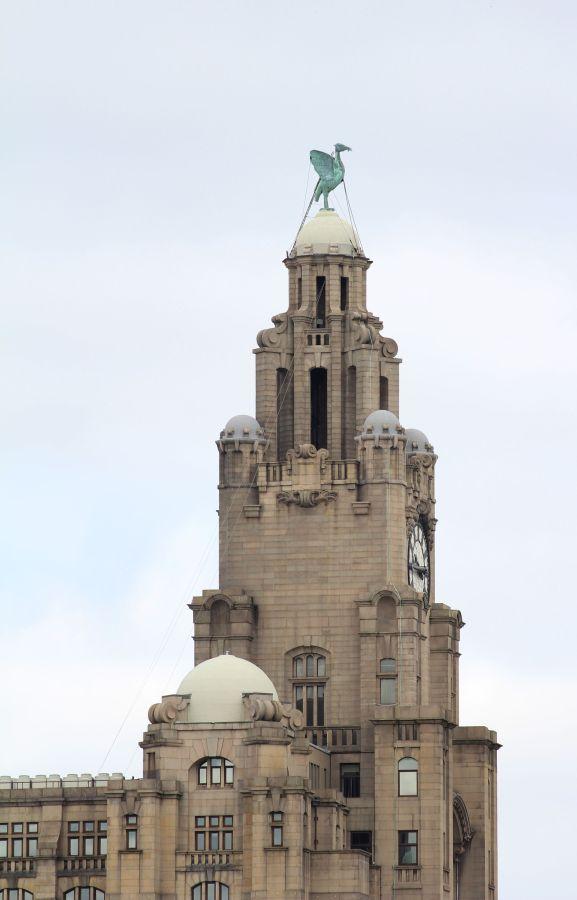 ... und hier einer der Türme im Detail: sehr kunstvoll gestaltet ...