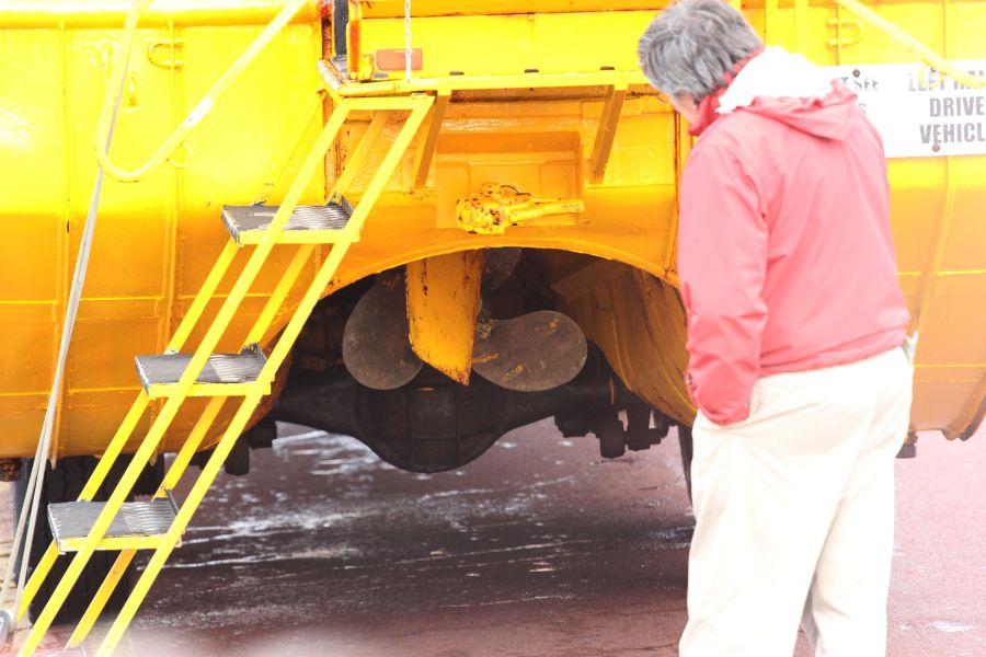 Dieses Gefährt hat nicht nur Reifen, sondern auch Schiffsschrauben :-O