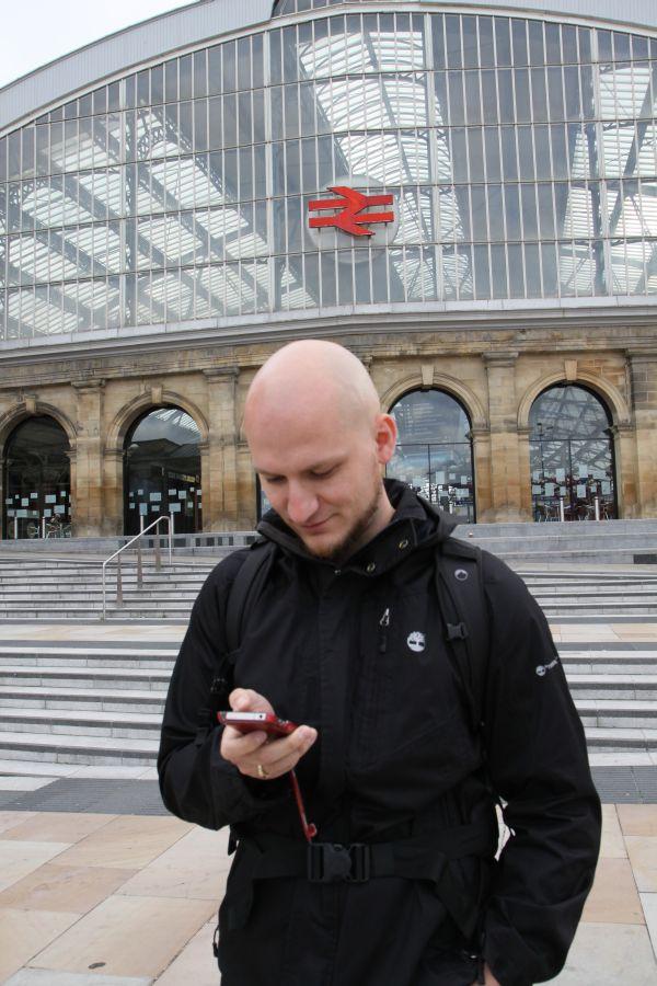 am Bahnhof angekommen, zeigt uns das Handy den Weg