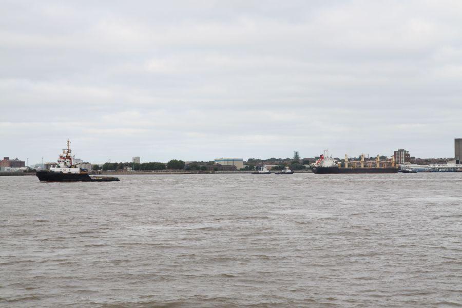 """... der Fluss """"Mersey"""" kurz vor seiner Mündung ins Meer ..."""