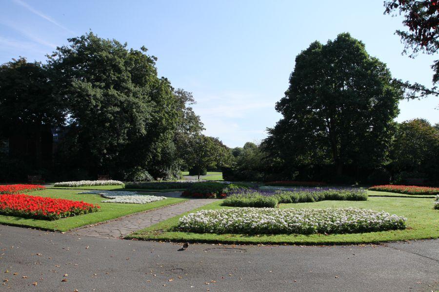 Im wunderschönen Grosvenor´s park - dem grünen Herzen der Stadt - trifft man nicht nur Alt und Jung, ...